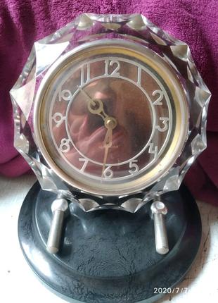 Механические настольные часы Маяк