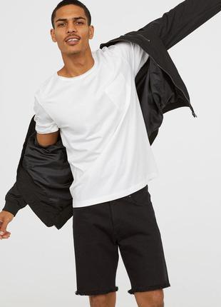 Белая футболка h&m с нагрудным карманом !