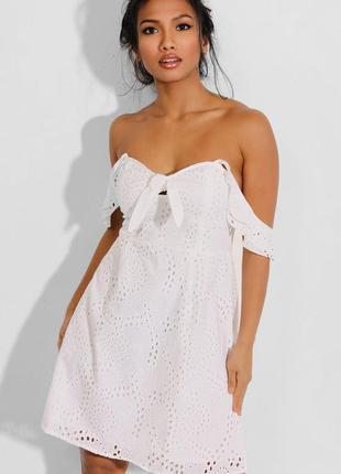 Белое хлопковое платье с прошвой