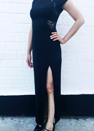 Нарядное платье с разрезом в пол и кружевом S-M