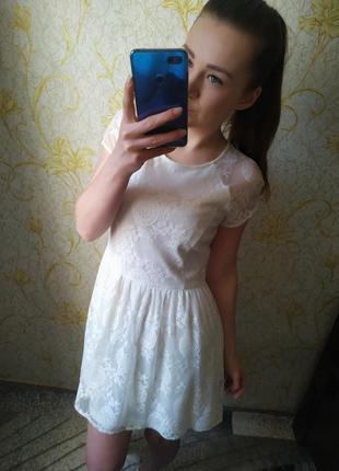 Красивое платье гипюр цвета айвори