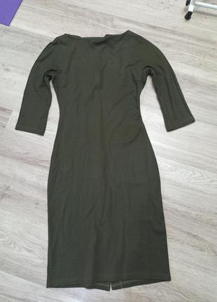 Платье хаки по фигуре миди