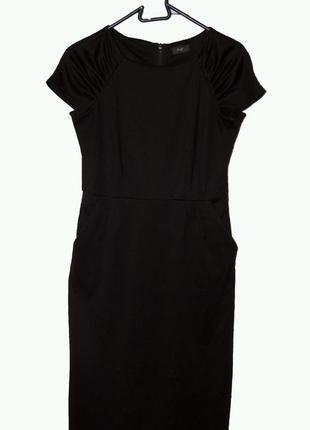 Красивое маленькое  черное платье