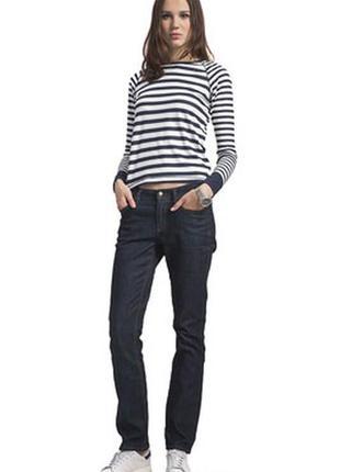 Крутые синие женские джинсы прямого кроя. италия