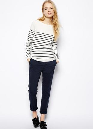 Модные джинсы синего цвета