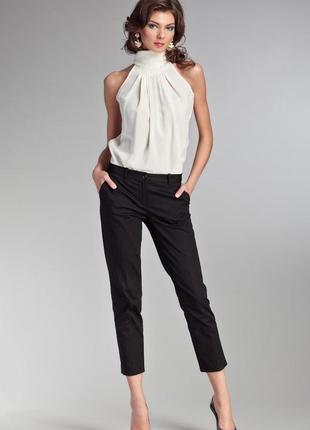 Стильные укороченые брюки классического кроя из шерсти