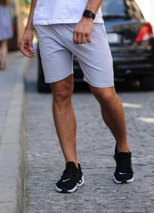 Светло-серые мужские шорты