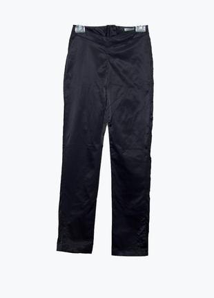 Черные атласные брюки стрейч с разрезами внизу
