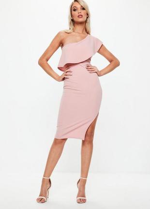 Нежно розовое миди платье с воланом