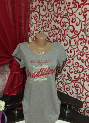 Стильная футболка с вышивкой  oversize фасона 44 р