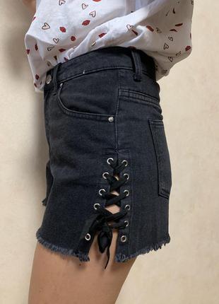 Шикарные шорты с шнуровкой по бокам