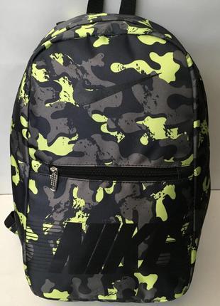 Новый стильный рюкзак с модным принтом.
