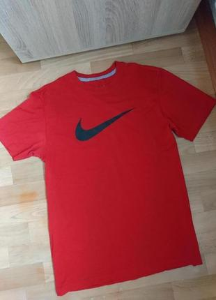 Красная футболка найк nike