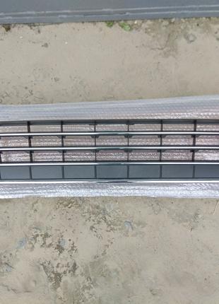 Решетка переднего бампера решётка решотка Touareg 12г. 7P6853671E