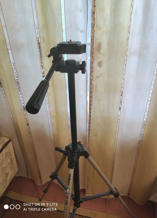 Продам напольный штатив под фото и видео съёмку Velbon cx-440