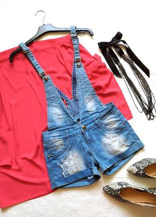 Стильный джинсовый комбинезон с шортами
