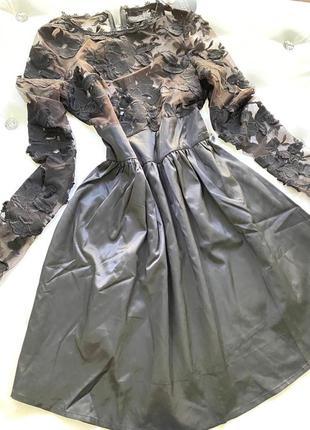 Платье с гипюром и пышной юбкой