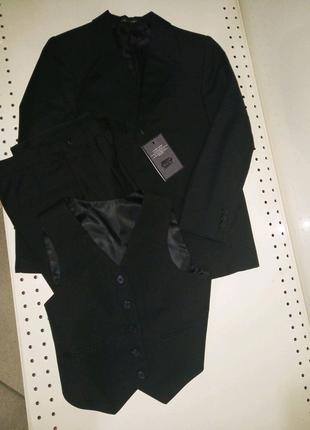 Новый черный школьный костюм 3-ка для мальчика 128-134 р