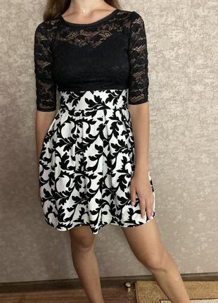 Очень красивое черно - белое платье с верхом сетка, красивой с...