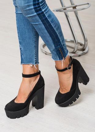 Женские кожаные туфли на высоком каблуке