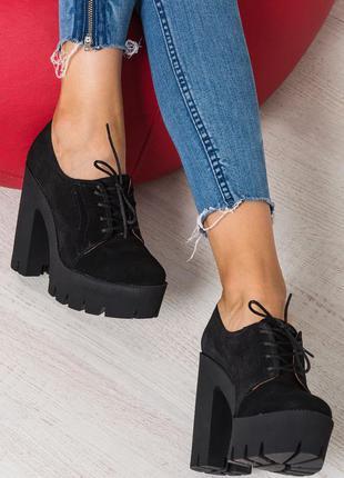 Женские туфли на платформе с каблуком