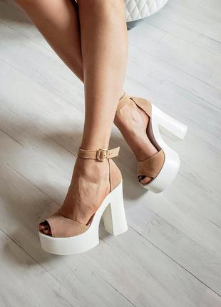 Женские замшевые босоножки на каблуке