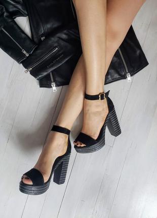 Женские замшевые босоножки на платформе с каблуком
