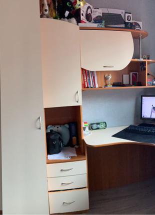 Шкаф с угловым столом в спальню