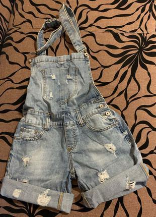 Женский джинсовый комбинезон шорты.