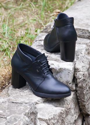 Черные кожаные туфли на среднем каблуке!