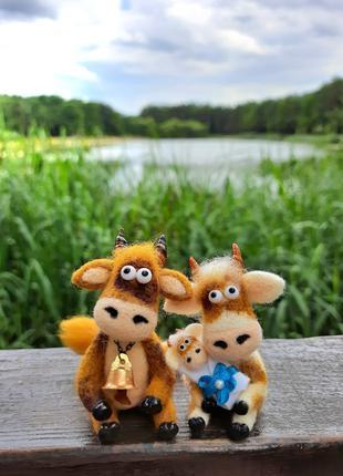 Валяная игрушка. Корова и Бычок с малышом.