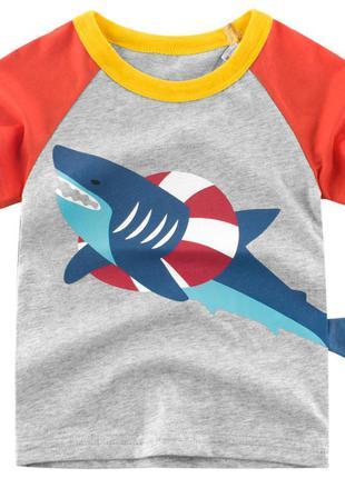 Футболка для мальчика, серая. акула в спасательном круге.