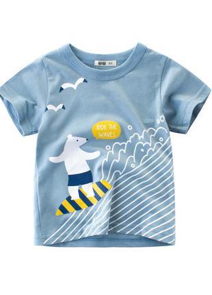 Футболка для мальчика, голубая. белый медведь - серфер.