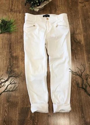 Белые женские брюки зауженные с высокой посадкой