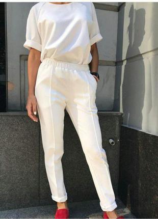 Брючный костюм женский белый