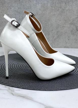 Туфли женские на шпильке белые