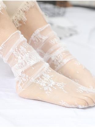 Носочки полупрозрачные с цветочным кружевом белые