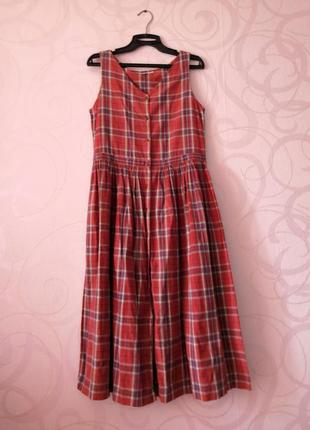 Яркое платье-рубашка в клетку, ретро стиль