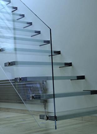 Лестницы, перила, перегородки, душевые. Все изделия из стекла.