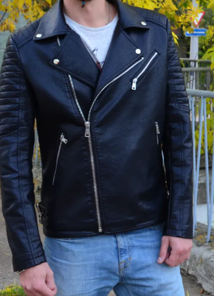 Черная байкерская куртка Косуха мужская