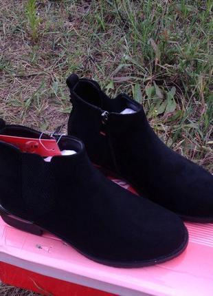 Черные демисезонные ботинки. замшевые ботинки