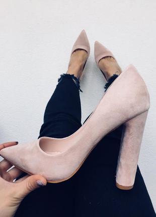 Шикарные туфли-лодочки на каблуке