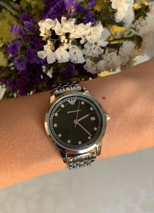 Женские красивые наручные часы металлические серебристые с чер...