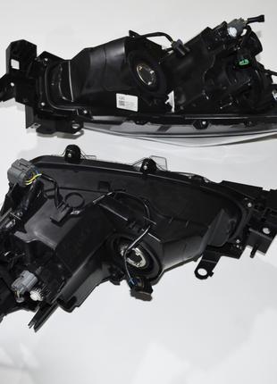 Фара передняя на Mazda 3