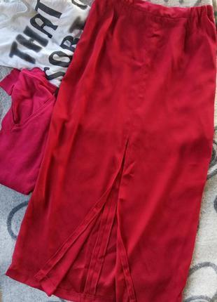 Длинная юбка с разрезом спереди