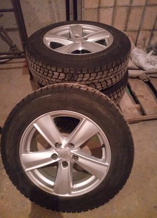 Комплект зимних шин на оригинальных дисках Toyota