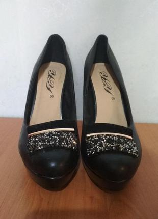 Черные женские туфли 37 размер