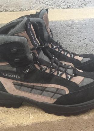 Трекинговые ботинки lowa