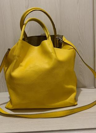 Яркая желтая сумка шоппер  из натуральной кожи