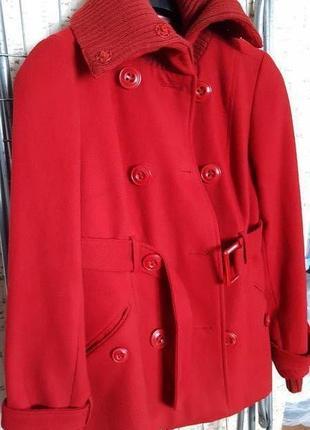 Продаю красное пальто